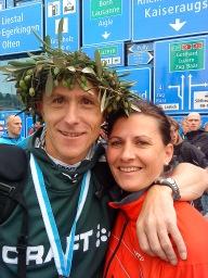 2010: Lucerne Marathon, Griechisch Krone vom Botschafter erhalten...