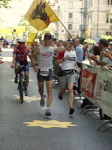 2004: Gigathlon Single man, 2. Gesamtrang, Vicosoprano-Zürich, fantastischer Zieleinlauf